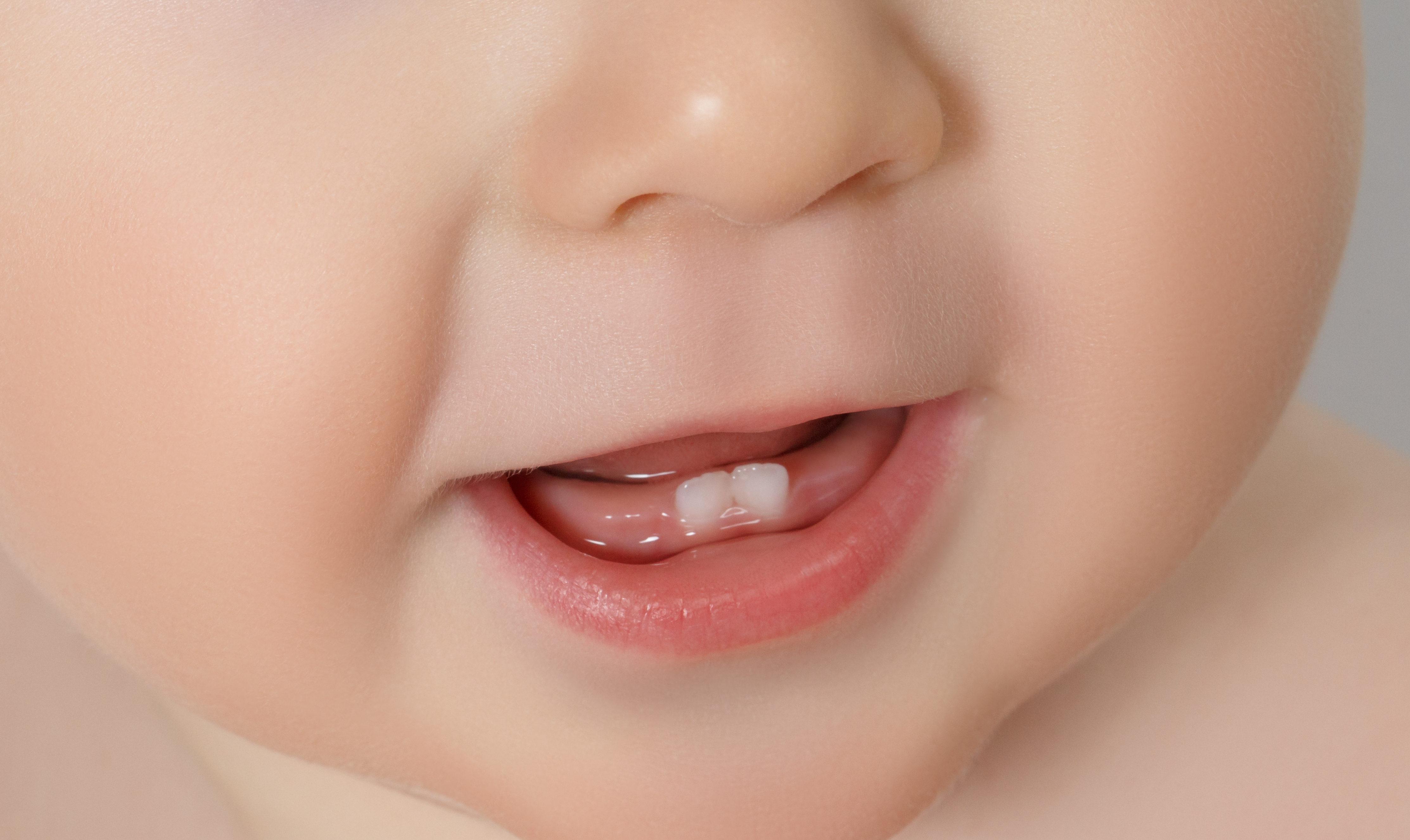 Когда у недоношенных детей должны начать прорезываться зубы