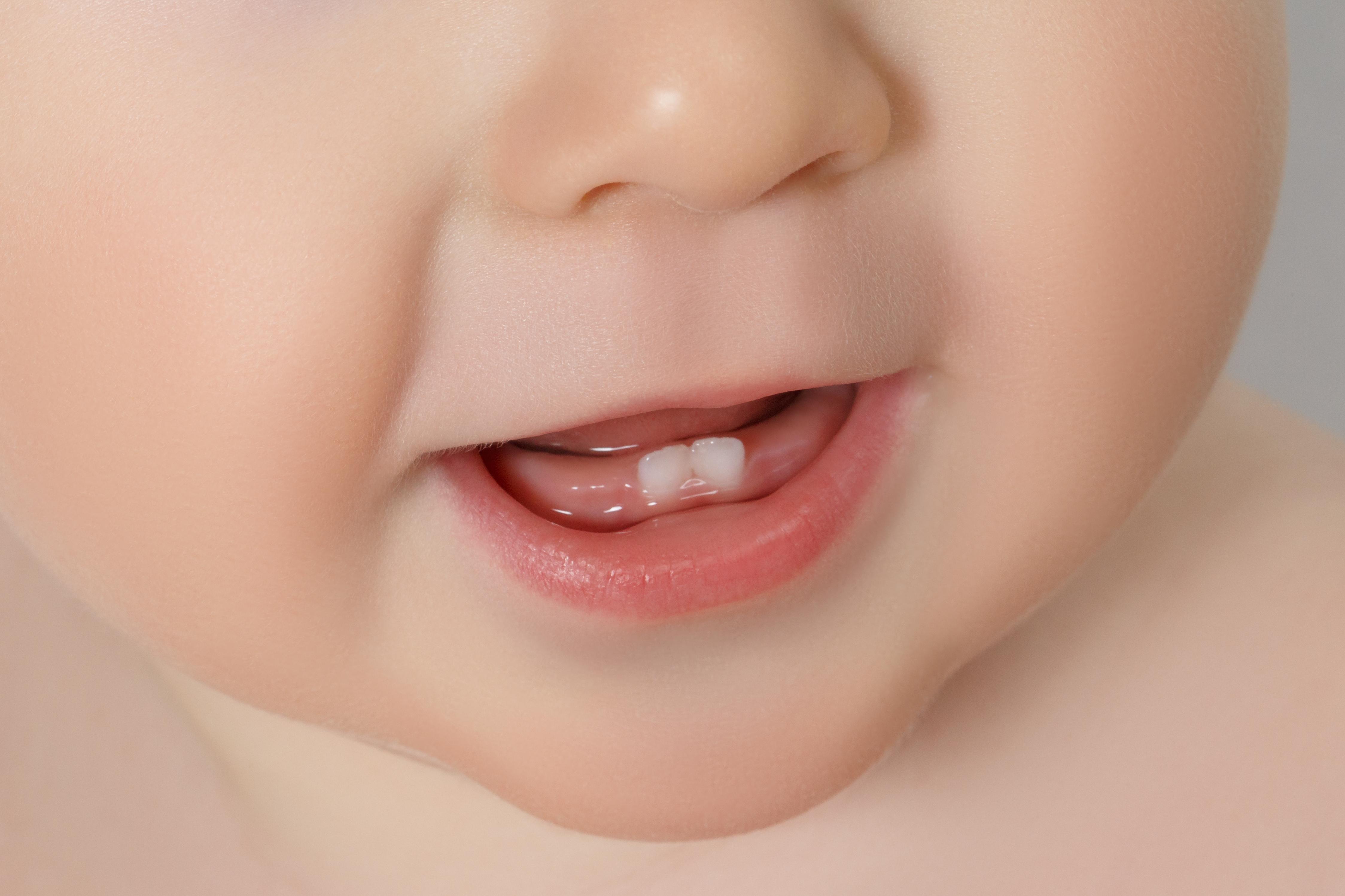 Когда у недоношенных детей должны начать прорезываться зубы?