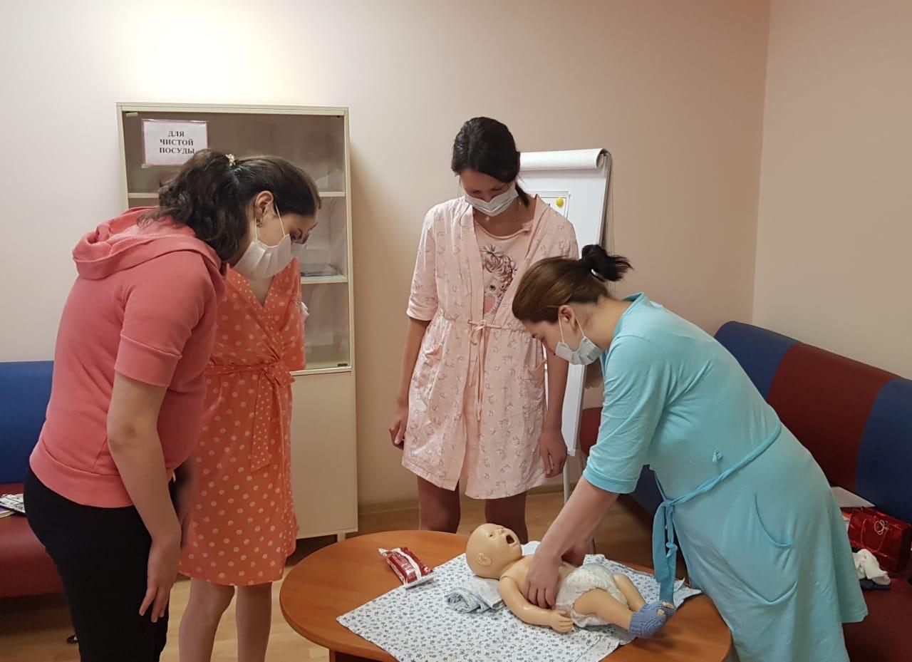 Возобновились занятия в московских Школах для родителей недоношенных детей