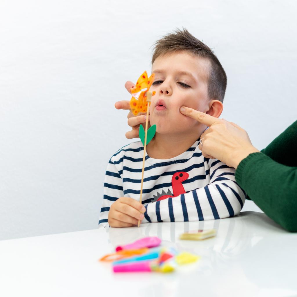 Запуск речи у ребенка: на что обратить внимание родителям?